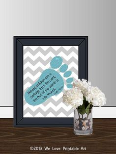 This printable nursery room sign features gray chevron with a teal footprint and the bible verse: Behold, children are a heritage from the Lord, the fruit of the womb is His reward. Grey Nursery Boy, Nursery Artwork, Baby Girl Nursery Decor, Nursery Signs, Baby Boy Nurseries, Nursery Room, Room Signs, Nursery Ideas, Baby Rooms
