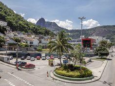 https://flic.kr/p/QBouAq   Botafogo   No bairro de Botafogo com o Cristo Redentor ao fundo.  Rio de Janeiro, Brasil. Tenha um belo dia. :-)  _______________________________________________  At Botafogo neighborhood with Christ The Redeemer statue in the background.  Rio de Janeiro, Brazil. Have a great day. :-)  _______________________________________________  Buy my photos at / Compre minhas fotos na Getty Images  To direct contact me / Para me contactar diretamente: lmsmartins@msn.com