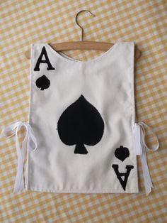 RESERVED Playing Card Kid's Fancy Dress Costume par TootsAndMe, - great for an Alice in Wonderland party! Costume Halloween, Costume Alice, Costume Dress, Halloween Fun, Fox Costume, Mad Hatter Party, Mad Hatter Tea, Fantasia Diy, Halloween Meninas