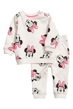 Sweatshirt and Joggers - Light beige/Minnie Mouse - Kids Kids Outfits Girls, Cute Outfits For Kids, Boy Outfits, Fall Toddler Outfits, Girls Dresses, Disney Baby Clothes, Cute Baby Clothes, Baby Fashion Clothes, Fashion Dresses
