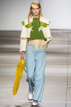 See all the Collection photos from Fashion East Spring/Summer 2015 Ready-To-Wear now on British Vogue Runway Fashion, Fashion Models, Fashion Show, Fashion Design, Spring 2015 Fashion, Spring Summer 2015, Pomes, Trend Council, Catwalk Collection
