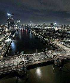 #nachtfoto vanaf #dehef met zicht op de #koninginnenbrug met rechts het #noordereiland met links gebouw #demaas en daar achter gebouw #derotterdam en de #erasmusbrugrotterdam enz …. 2016
