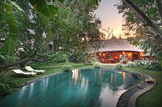 Indahnya Taman Gaya Bali Moderen | Desain Arsitektur | Eksterior ...