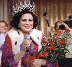 "Delta Burke , ""Designing Women"". Always say Thank You! Dixie Carter, Jean Smart, Delta Burke, Designing Women, Favorite Tv Shows, Role Models, Collages, Celebrity Style, Beautiful Women"