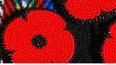 The beaded poppy is the newest type of pin gracing jackets this Remembrance Day. Supporters say beaded poppies honour all veterans, but also draw attention to the unique plight of aboriginal people who went to war. Remembrance Day Poems, Remembrance Poppy, Poppy Pattern, Beadwork Designs, Nativity Crafts, Textile Fiber Art, Beading Patterns, Beading Ideas, Beading Projects