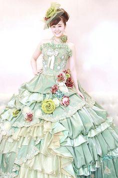 大阪上本町にあるウェディングドレスレンタル専門店ヴューブライダルです。カラードレスや、和装も多数取り揃えております。当店は、関西最大級のドレスの品揃えで、式場への持ち込み料も全額負担実施中です。