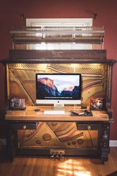 Luxurious desk from an old piano from 1907 When you make a piano . - Luxurious desk from an old piano from 1907 If you look at a piano quite objectively, it looks prett - Piano Desk, The Piano, Piano Bar, Piano Table, Furniture Makeover, Diy Furniture, Furniture Design, Arrange Furniture, Studio Furniture