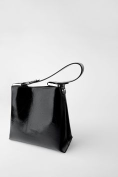 CRACKED ROCKER BUCKET BAG | ZARA Greece / Ελλαδα Black Bucket, Bucket Bag, Shoulder Strap, Rock, United States, Bags, Spring, Handbags