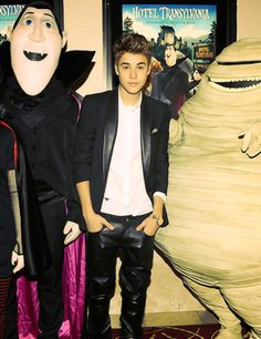 why so hot, justin? All About Justin Bieber, Justin Bieber Pictures, I Still Love Him, My Love, Scooter Braun, Under The Mistletoe, Future Husband, My Idol, Youtube