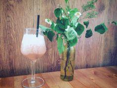 #homecafe #island #wien #vienna #rhabarber Flute, Champagne, Food And Drink, Island, Drinks, Tableware, Drinking, Beverages, Dinnerware