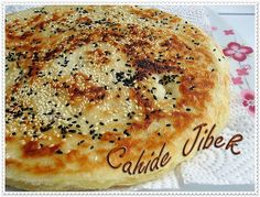 OIL BREAD IN PAN- TAVADA YAĞLI EKMEK Maybe the easiest pastry to do. Practical with simple bread dough, like a wire strand. Let& do it together :] Ingredients 7 cups of crusted flour 3 cups of water tablespoons insta… - Flour Recipes, Pizza Recipes, Cooking Recipes, Drink Recipes, Savory Pastry, Easy Bread, Bread And Pastries, Vegetable Drinks, Turkish Recipes