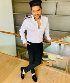 For all Hindi music fans, the most recent Hindi tune 'Ishq Tera' sung by Guru Randhawa. Guru Randhawa composes lyrics of Ishq Tera song. To find out about the Guru Randhawa's song 'Ishq Tera', just tuned to it. Best Suits For Men, Cool Suits, Cartoon Girl Images, Girl Cartoon, Handsome Indian Men, Black Song, Guru Pics, Patiyala Suit, Love Guru