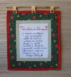 Panô - Panetone da Felicidade Quilt Hangers, Christmas Crafts, Christmas Decorations, Organize Fabric, Prayer Flags, Patch Quilt, Decorative Items, Envelope, Diy And Crafts