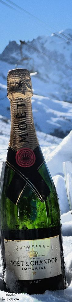 Moët & Chandon Champagnes: Fine and Vintage Champagne France, Luxury Premium Champagne Sangria, Vintage Champagne, Moet Chandon, Thing 1, In Vino Veritas, Holiday Time, Winter Food, Cocktail Drinks, Love And Light