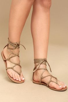Show of your sunny style in the Lulus Emilia Beige Suede Lace-Up Flat Sandals! Starting at a toe thong upper, slender vegan suede straps cross and lace-up above the ankle. Stylish Sandals, Cute Sandals, Lace Up Sandals, Strappy Sandals, Flat Sandals, Cute Shoes, Gladiator Sandals, Leather Sandals, Wedge Shoes