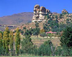 An old farmhouse near the charming town of Clarens. Known for its extravagant sandstone mountains and a wealth of adventure and social activities, the small town of Clarens is the ideal weekend getaway in South Africa. South Afrika, Namibia, Free State, Africa Travel, Countries Of The World, Live, Beautiful Places, Amazing Places, Beautiful Pictures