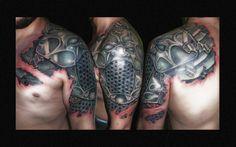 tatuaje armadura hombro brazo www.13depicas.com