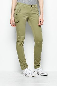Jack Wills CULHAM SLIM LEG CARGO: Hope they will bring these out in another colour that will go better with charcoal walking shoes.