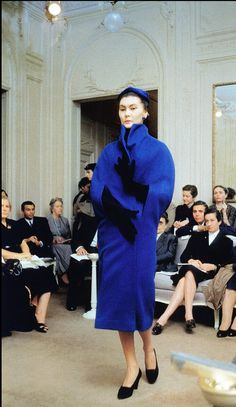 Dior house model Alla wearing a cape-coat for Dior's autumn/winter collection, Paris, Photo by Mark Shaw. Christian Dior Vintage, Vintage Dior, Vintage Couture, Vintage Coat, Mode Vintage, Vintage Dresses, Vintage Outfits, Vintage Style, 50s Dresses