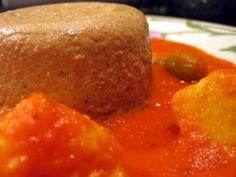 » Lyonnaiserie : gateau de foies de volaille en sauce tomate aux olives vertes et morceaux de quenelle