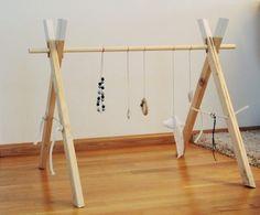 Unbearbeitetes Holz erobert unsere Herzen schon seit einem Jahr im Sturm, deswegen hat Julia sich gleich auch gedacht für ihr Baby-Gym w...