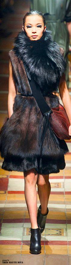 Lanvin at Paris Fashion Week Fall 2014 - Runway Photos Fur Fashion, Runway Fashion, High Fashion, Fashion Show, Womens Fashion, Paris Fashion, Fru Fru, Fabulous Furs, Glamour