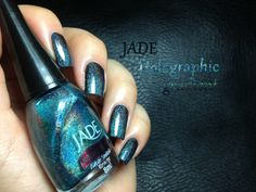 AEngland Camelot, added one thin coat of Jade Magia Negra. I, then, sponged the tips with Energy, from the same collection and finished with a coat of a non-dulling topcoat : INM Out The Door.