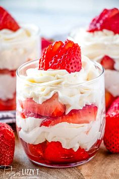 Strawberries & Cream Mini Parfaits: Macerated strawberries and a vanilla flavored whipped cream make up this light and tasty no bake dessert that is sure to please! Fruit Parfait, Parfait Desserts, Strawberry Dessert Recipes, Parfait Recipes, Strawberry Parfait, Light Dessert Recipes, Dessert Cups, Cool Whip Desserts, Desserts Keto