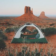 Some Monday campvibes from Monument Valley Utah. Photo - @stephcorine