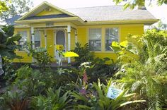 """A gallery of landscaping ideas using """"Florida Friendly"""" principles.  http://www.swfwmd.state.fl.us/yards/"""