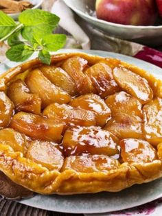 In honor of national apple month, Chef Craig Russell shares his Apple Tarte Tatin Recipe. Tarte Tatin is an upside down pastry in which the fruit (typically apples) are caramelized in butter and sugar before the tart is baked. Rustic Apple Tart, French Apple Tart, Gourmet Recipes, Sweet Recipes, Dessert Express, Fun Desserts, Dessert Recipes, Apple Tart Recipe, Masterchef