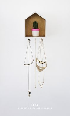 DIY: necklace organiser