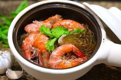 Prawns in Glass Noodle Hot Pot (Goong Ob WoonSen)