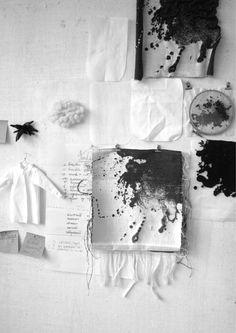 Sveta Axonova a utilisé 9 chemises blanches comme point de départ de ses expérimentations. Disposées les unes à côté des autres sur le sol, elle les a aspergées de colorants noirs déterminant les parties sur lesquelles elle interviendra par la suite.  Chaque chemise blanche est ainsi retravaillée selon le motif obtenu avec diverses techniques textiles. Tissage, broderie, enductions, appliqués sont autant de transformations qu'elle a expérimenté...