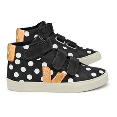 The very best Teen Shoes brands are available on Smallable, the Family Concept Store. Discover our large and beautiful selection of Girl Shoes Velcro . Kids Outfits Girls, Kids Girls, Girls Shoes, Little Girls, Baby Shoes, Girl Outfits, Baskets, Shoe Brands, Sneakers