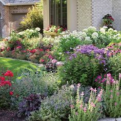 Dazzle in front! Use these simple tips and techniques to get the most beautiful front yard on the block. l Garden Gate eNotes