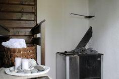 Kuluneen mökkisaunan muutos pelkällä pintakäsittelyllä   Local Artisan Towel, Artisan, Towels, Craftsman