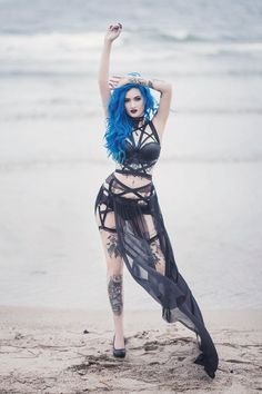 Model: BLUE ASTRID Photo: Aneta Pawska - Enchanted Stories Dress: Askasu Welcome to Gothic and Amazing |www.gothicandamazing.com
