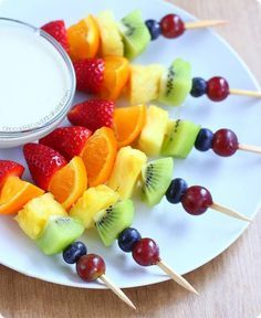 Rainbow Fruit Kabobs - Taste The Rainbow! - Rainbow fruit kabobs from Chocolate Covered Katie. Easy to make & kid-friendly snack. Rainbow Fruit Kabobs, Fruit Kabobs Kids, Fruit Snacks, Healthy Snacks, Healthy Recipes, Kids Fruit, Rainbow Treats, Fruit Cups, Easy Recipes