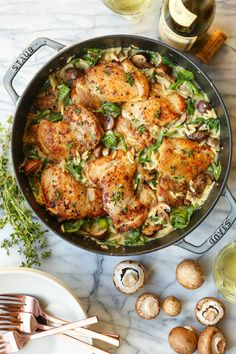 One Pot Chicken and Mushroom Orzo - Amazingly creamy orzo with juicy chicken, mushrooms and baby spinach. All made in one skillet, even the uncooked pasta! Dinners To Make, One Pot Meals, Easy Dinners, Stuffed Mushrooms, Stuffed Peppers, Chicken Mushrooms, One Pot Chicken, Lentil Stew, Chicken Recipes