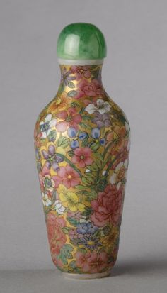 Snuff Bottle and Stopper Thousand Flowers (Millefleur) Artist/maker unknown, Chinese Qing Dynasty (1644-1911) 1644-1911