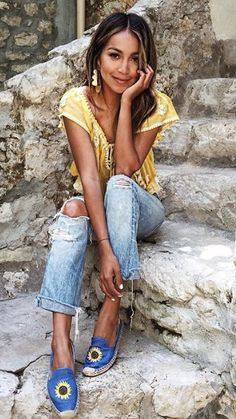 Pin for Later: 32 Styling-Tipps für eure Boyfriend-Jeans Daily Fashion, Boho Fashion, Girl Fashion, Fashion Looks, Fashion Outfits, Outfit Jeans, Jeans Boyfriend, Hippie Outfits, Love Her Style