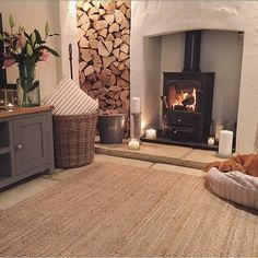 69 Trendy Living Room Cosy Wood Lounges - Home Accents living room Cottage Living Rooms, Home Living Room, Living Room Designs, Log Burner Living Room, Cottage Bedroom Decor, Country Lounge, Country Cottage Living Room, Apartment Living, Cottage Shabby Chic