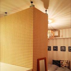 賃貸でも可♪有孔ボード+ 無印良品で壁面収納を楽しむ   RoomClip mag   暮らしとインテリアのwebマガジン