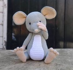 Mesmerizing Crochet an Amigurumi Rabbit Ideas. Lovely Crochet an Amigurumi Rabbit Ideas. Crochet Diy, Crochet Mouse, Crochet Amigurumi, Love Crochet, Crochet For Kids, Amigurumi Patterns, Crochet Dolls, Easy Crochet Patterns, Knitting Patterns