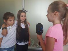 La Școala de Televiziune Junior copii fac primii pași în lumea magică a micului ecran. Micuții învață și se joacă cu tehnologia de ultimă oră, fiind gata pentru viitorul care li se așterne în fața lor. Înscrierile se pot face sunând la numărul de telefon: 0743 221 018 ☎️0743221018 🌻www.tvjunior.ro #scoaladeteleviziunejunior