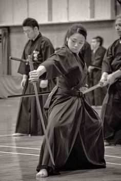 Katana Female Spirit Of The Samurai Female Samurai, Samurai Art, Samurai Warrior, Samurai Poses, Kendo, Aikido, Tattoo Samurai, Sword Poses, Japanese Warrior