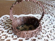Virágtartó/bon-bon-os kosárka. Papírfonással, saját munka/Paper weaving, my own work