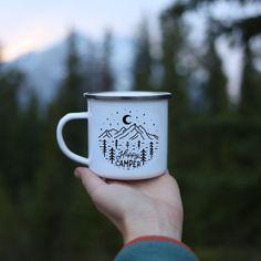 Campfire Mug Personalised 'Happy Camper' Camp Mug Mountain Mug Camping Mug Camping Gift // ONE Mug - PintoPin Cute Coffee Mugs, Cute Mugs, Coffee Cups, Drip Coffee, Coffee Maker, Happy Campers, Camping Gifts, Camping Cups, Camping Ideas