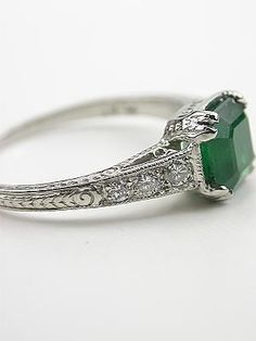 Vintage Emerald Ring | chele jewelry